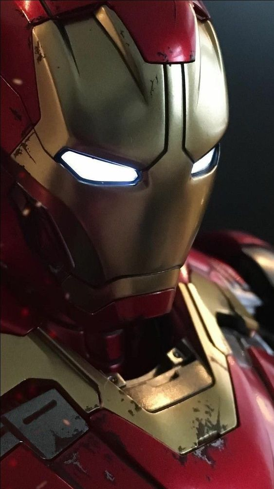 Damaged Armor Iron Man Wallpaper